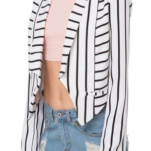 AKIRA Women's Small white black striped blazer